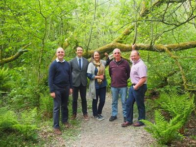 Members of CCG and Cwmni Nod Glas in the woodland